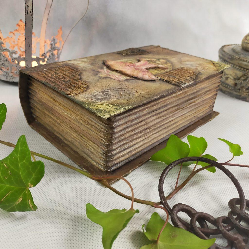 bardzo stara księga